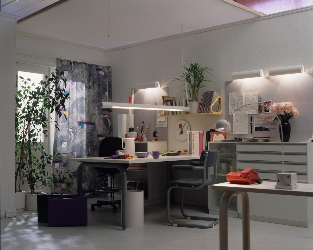 Forslag til innredning og belysning i hjemmekontor. Illustrasjonsfoto for Bonytt 1986.