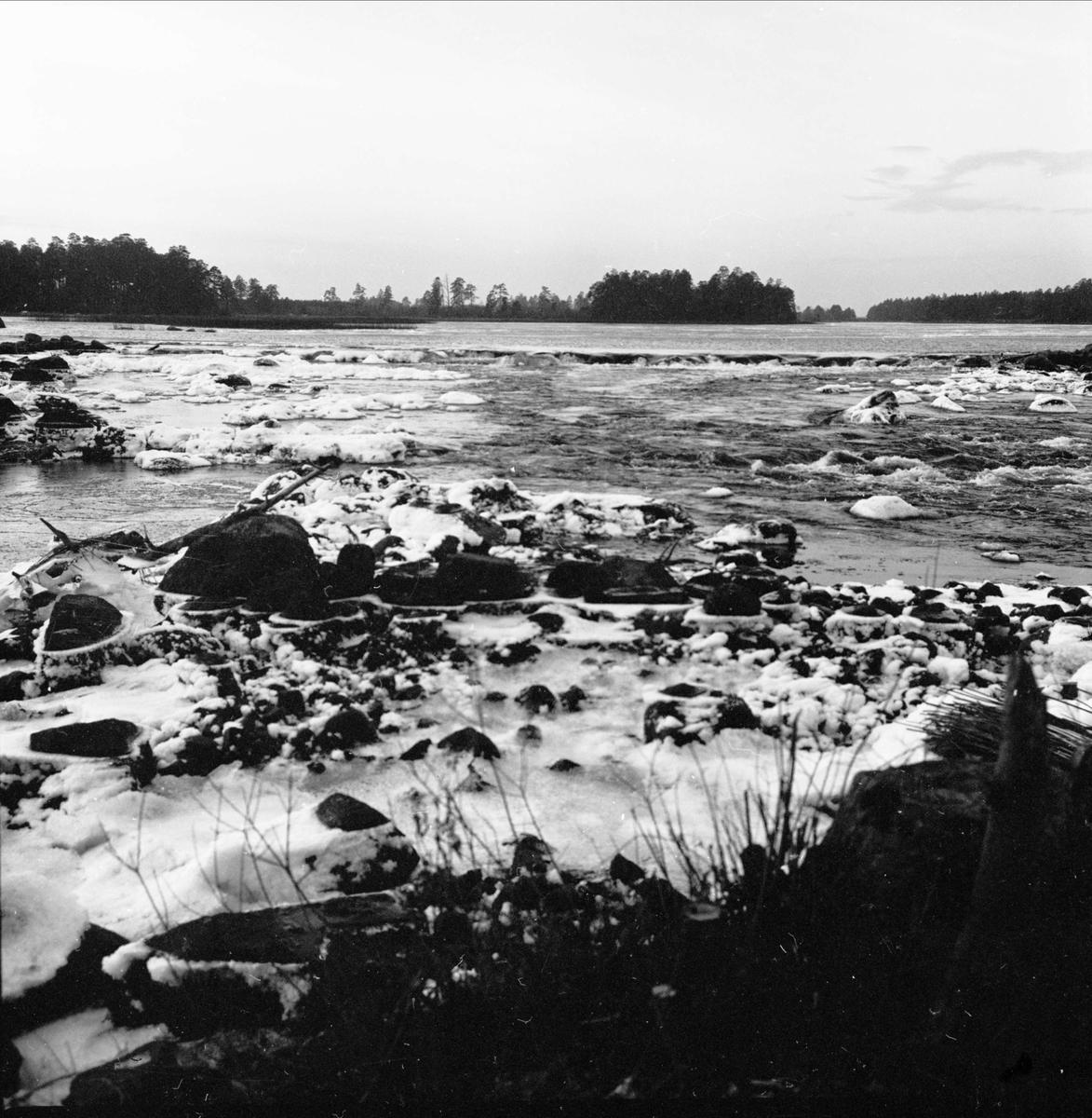 Svallning vid Söderfors, Söderfors socken, Uppland december 1972