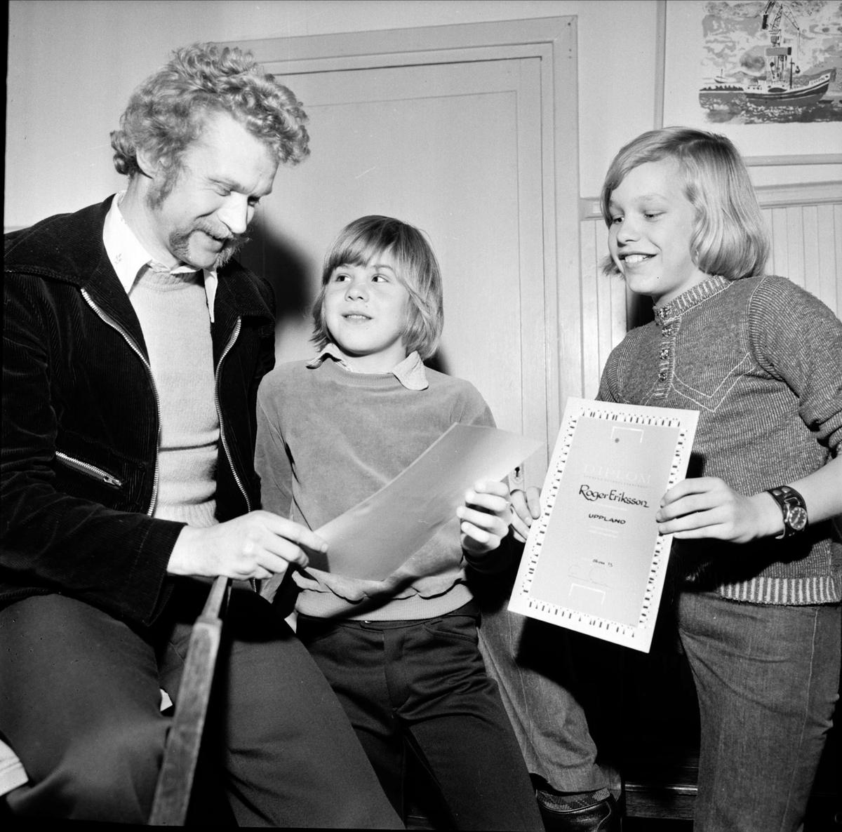 Tom Turesson, Jan Lindström och Roger Eriksson - Strömsbergs IF:s ungdomsfotboll har avslutning, Strömsbergs bruk, Tolfta socken, Uppland 1973