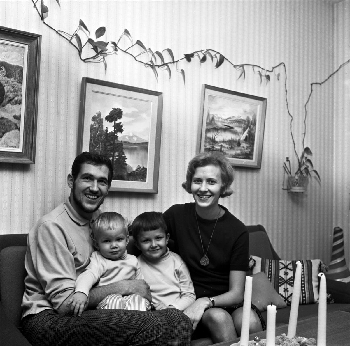 Orienteraren Thord Lind, hans hustru Gunbritt och barnen Peter och Niklas i hemmet