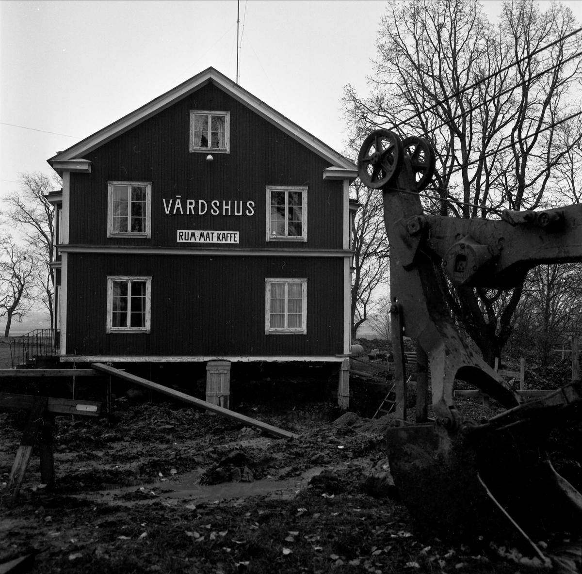 Markarbete vid värdshus i Gryttjom, Tierps socken, Uppland 1967