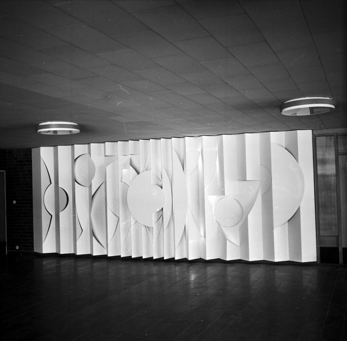 Konstnären Staffan Östlunds konstverk i aula, Tierp, Uppland 1968