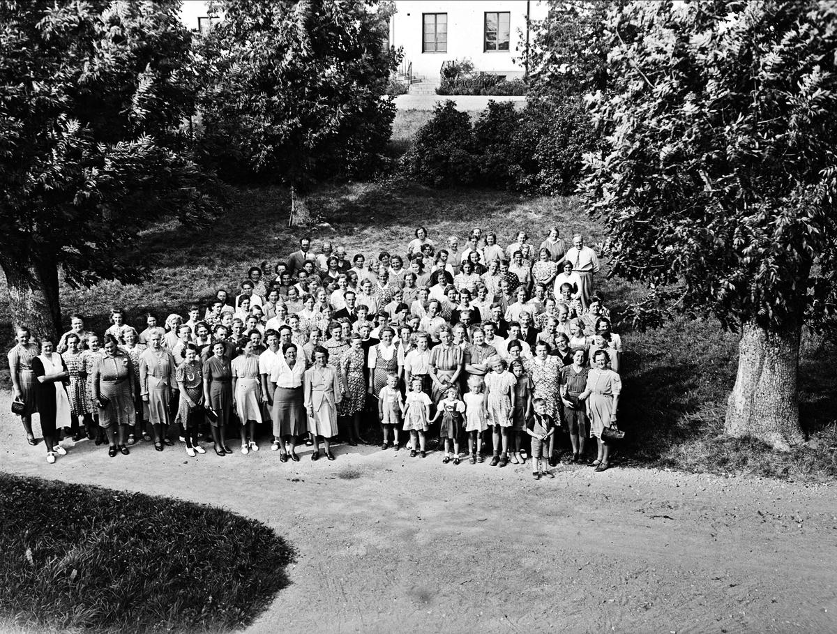 Lantbrukarhustrur på Jällabesök, Vaksala socken, Uppsala augusti 1944