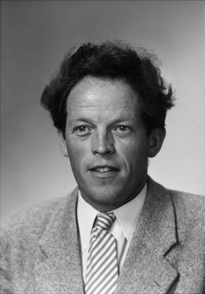 Ateljéporträtt - Rupert Eriksson, Odenlunda, Vattholma, Lena socken, Uppland 1952