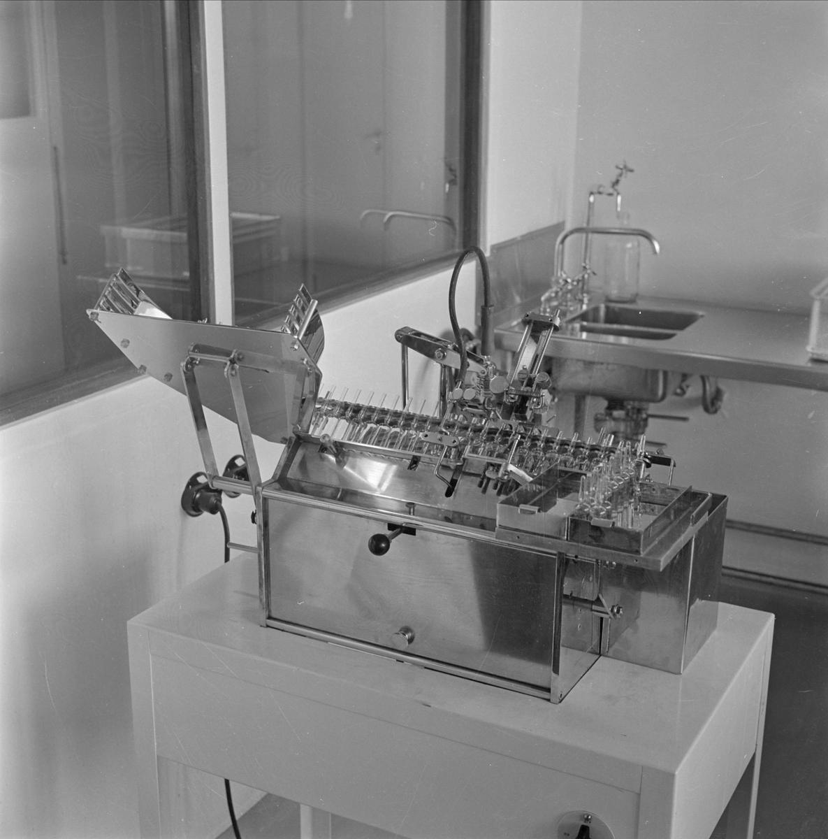 Pharmacia AB, Uppsala. Maskin för fyllning av glasrör