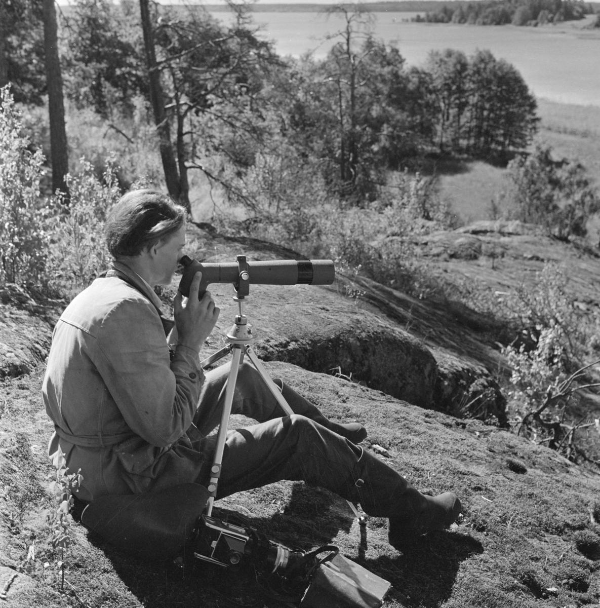 Naturfotograf Göran Hansson ute i naturen, sannolikt Uppland