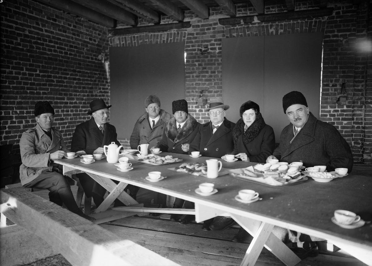 Byggmästaren Anders Diös på taklagsfest hos AB Upsala Ättiksfabrik, kvarteret Ejnar i Uppsala, februari 1935