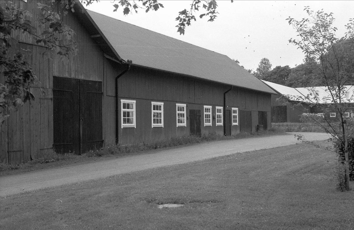 Loge och ladugård, Forkarby S:1, Bälinge socken, Uppland 1983