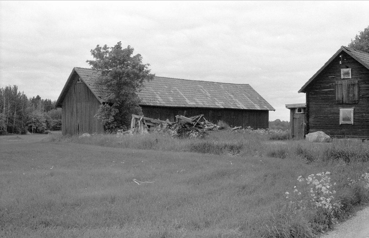 Loge och ladugård, Kåsen, Målsta, Bälinge socken, Uppland 1983