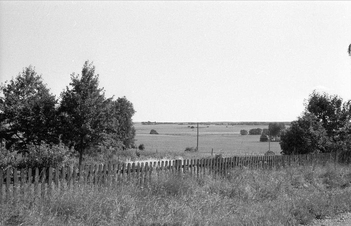 Vy över Ekeby 1:1, Börje socken, Uppland 1983