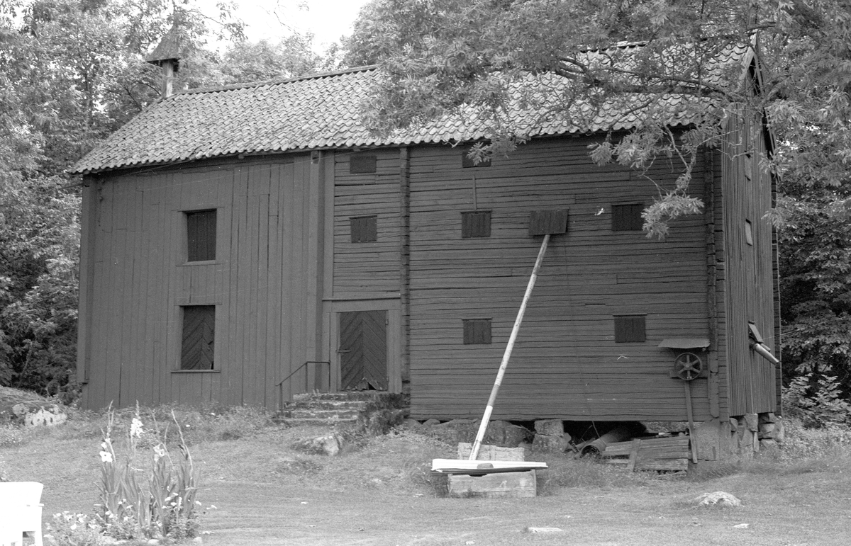 Magasin, Vallhov 2:1, Vallhov, Jumkil socken, Uppland 1983