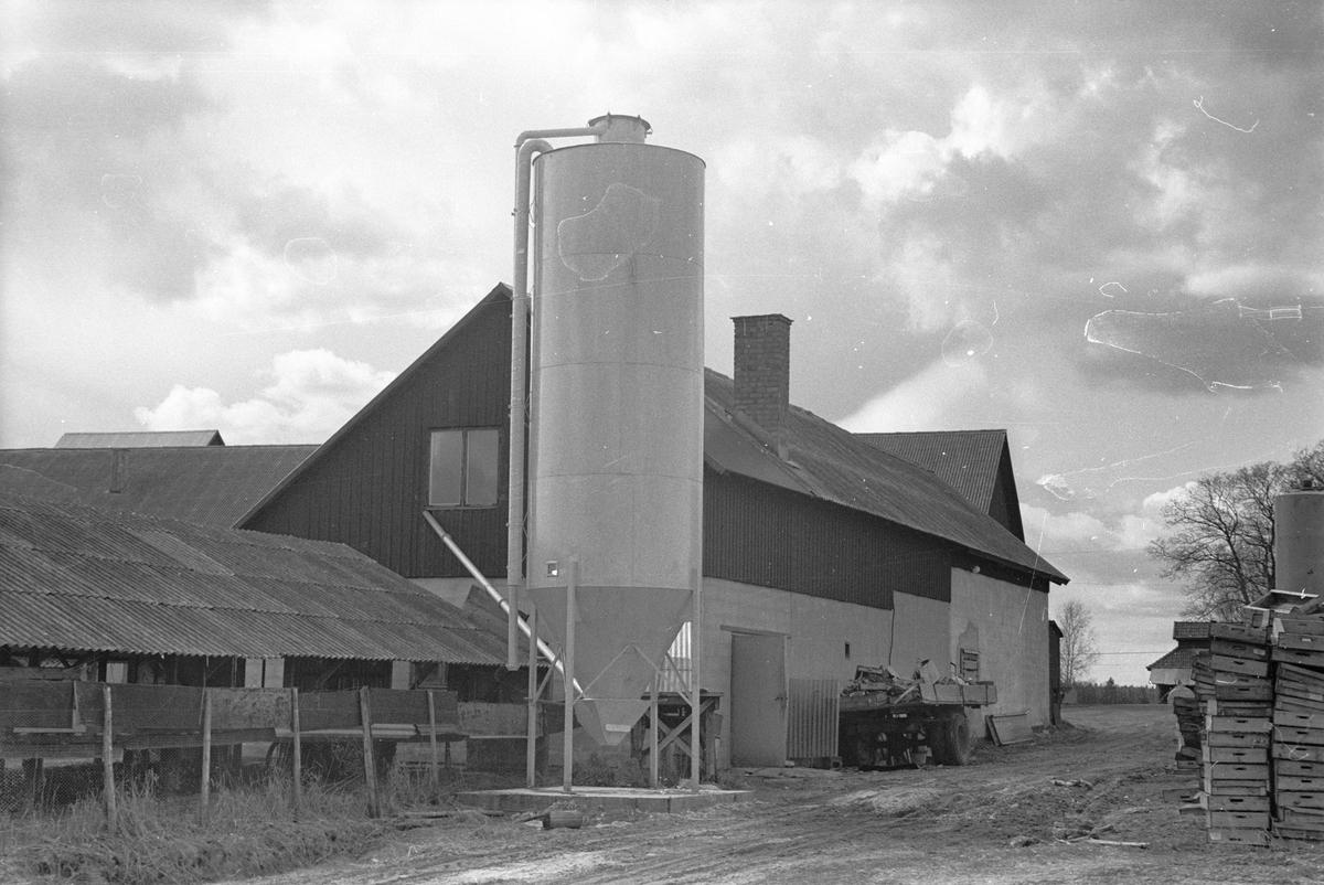 Minkfarmshus, Uggelsta 1:1, Uggelsta, Lena socken, Uppland 1977