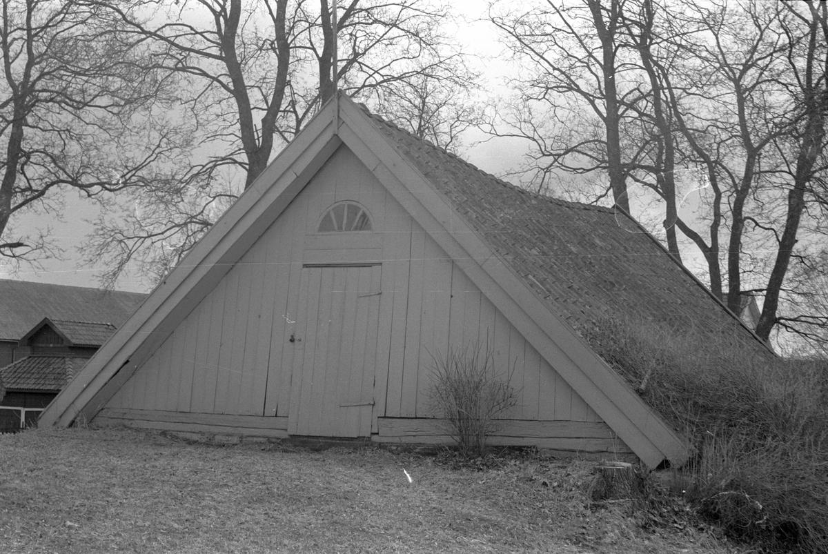 Jordkällare med två valv, Uggelsta 1:1, Uggelsta, Lena socken, Uppland 1977