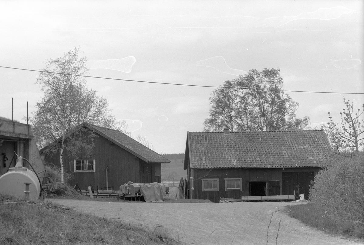 Jordgarage, lider, vedbod, hönshus och bod, Årby 2:3 - 1:2 med flera, Årby, Lena socken, Uppland 1977