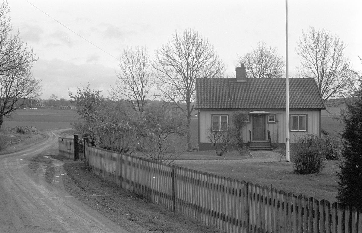 Bostadshus (och uthus), Hacksta 1:2, Dalby socken, Uppland 1984