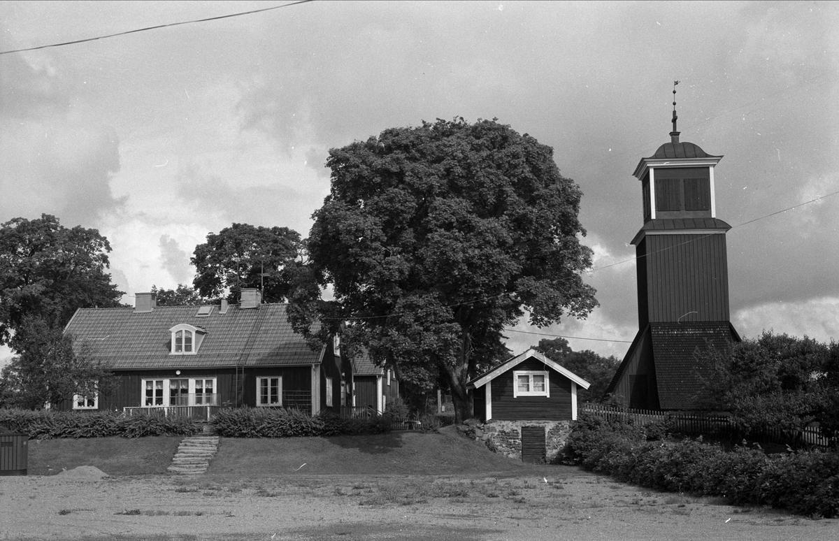 Vy över Bladåkers kyrkskola, Bladåkers socken, Uppland 1987