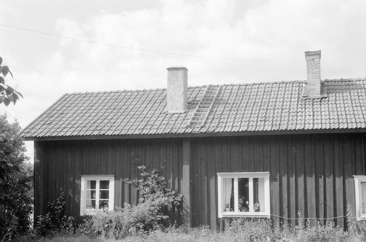 Bostadshus, Lövås, Kumla, Knutby socken, Uppland 1987