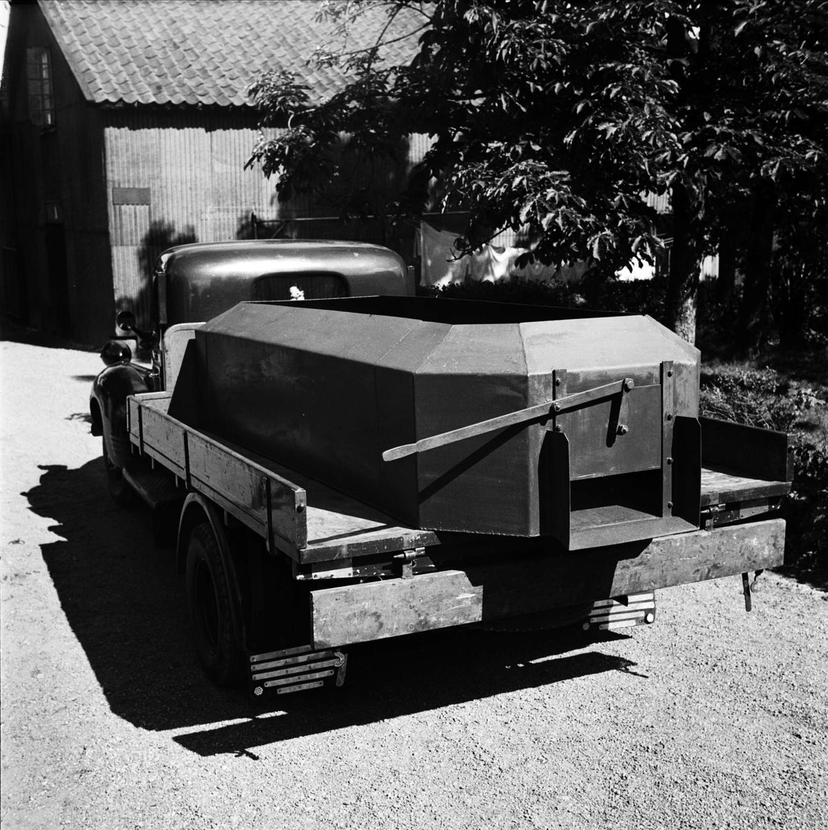 Lastbil med cementkar - Bröderna Ek Smides o. Mekanisk Verkstad AB, sannolikt Uppsala juni 1947