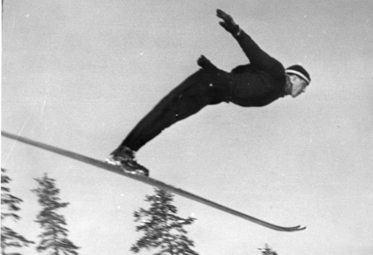 Kongsberg skier Hilmar Myhra at Hannibalbakken ski jumping 1940