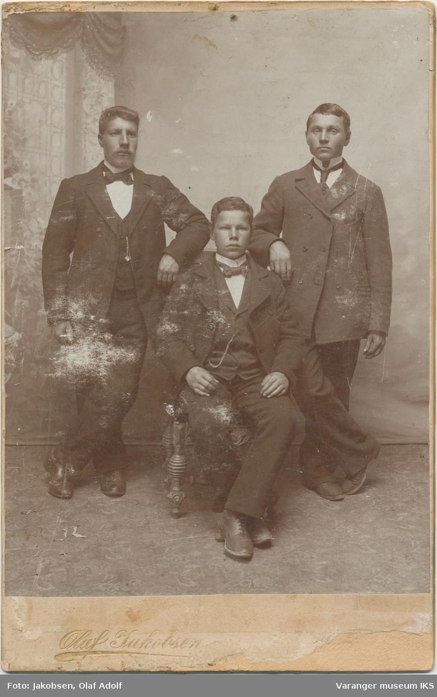 Gruppebilde, tre personer