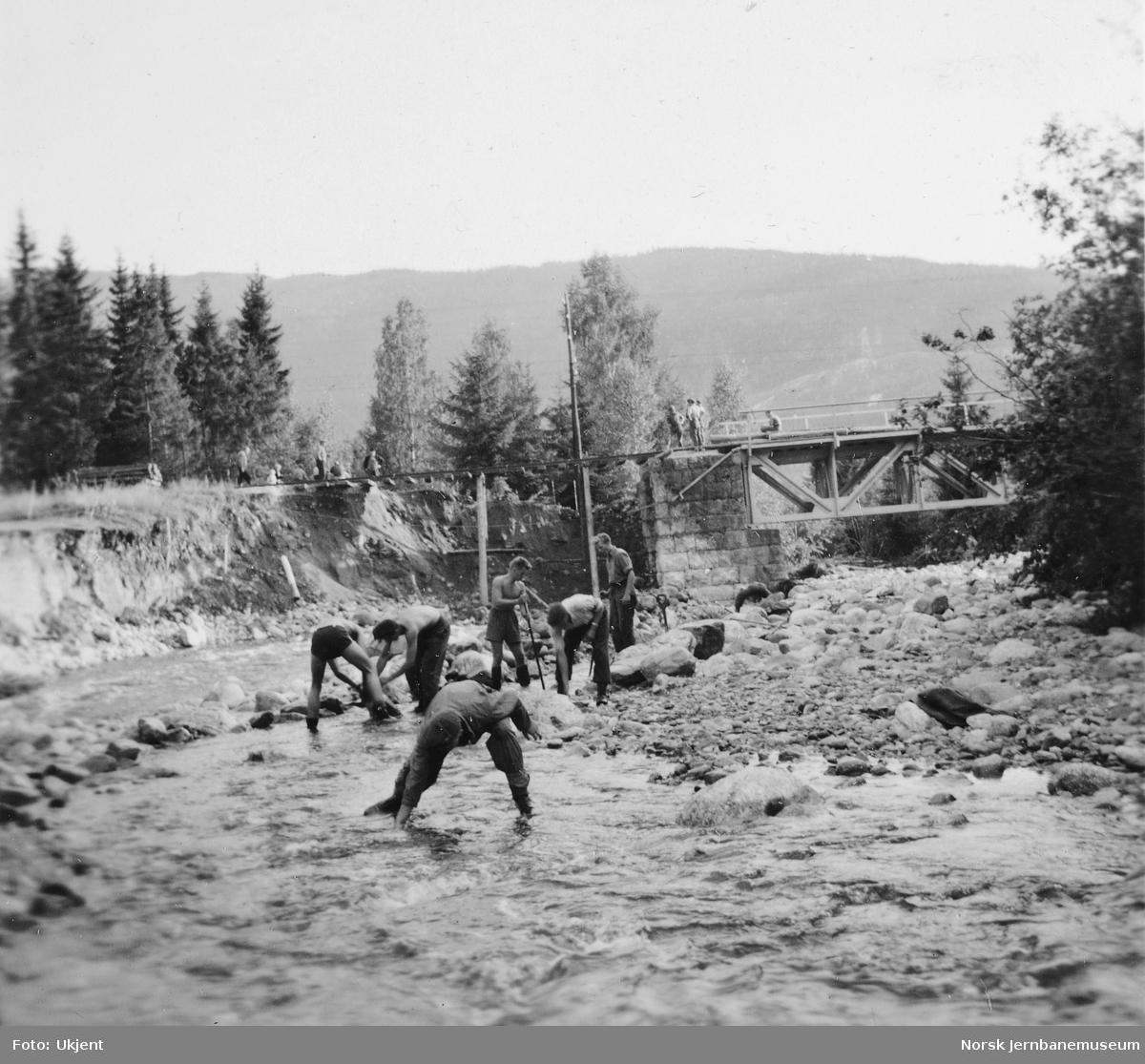 Bru over Saudlidelva ved km 153,4 etter flombrudd 18.-19. august 1951