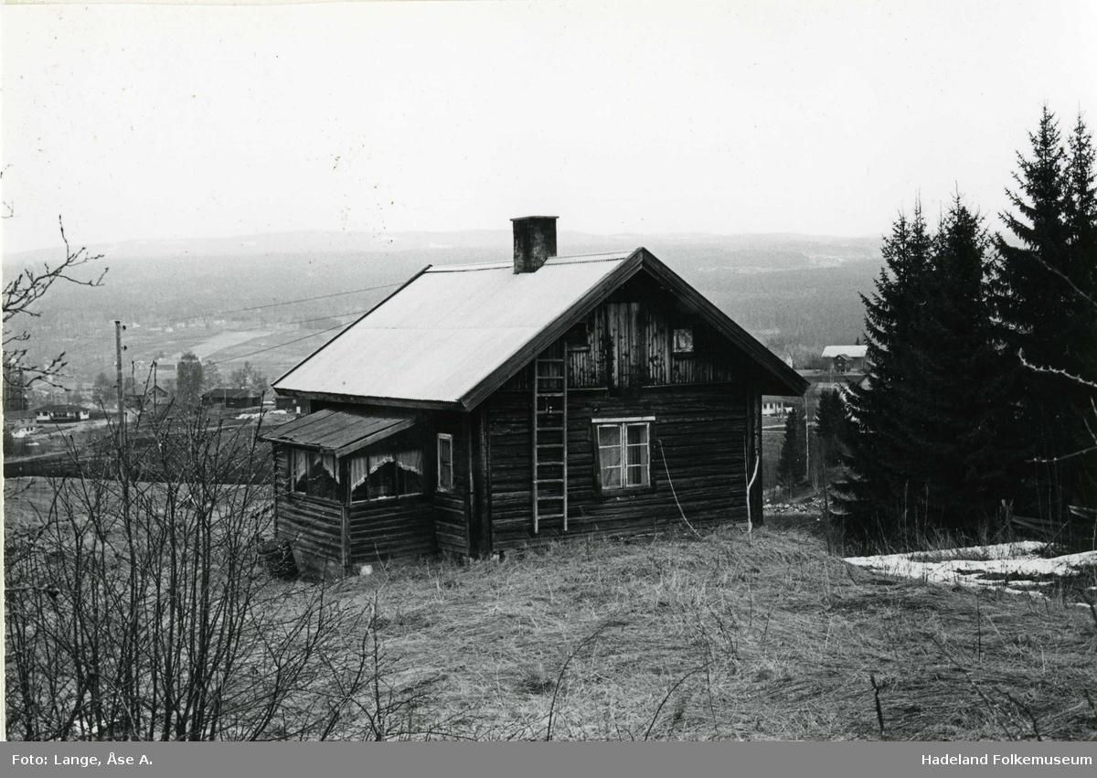 Husmannsplassen Bakkehaug, Marka vestre, under Grinaker. Husmannstue