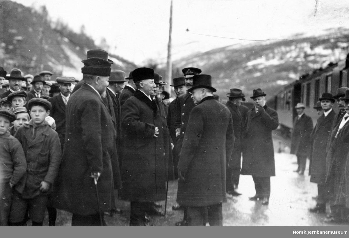 Raumabanens åpning med bl.a. fylkesmann Vik og stortingspresident Mowinckel