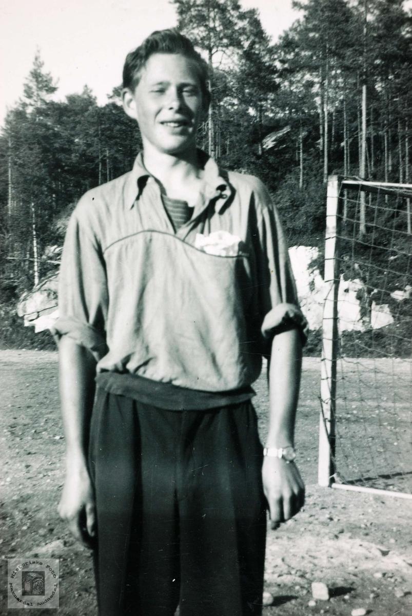 Ungdom på idrettsplassen i Bjelland, Knut Jensen.