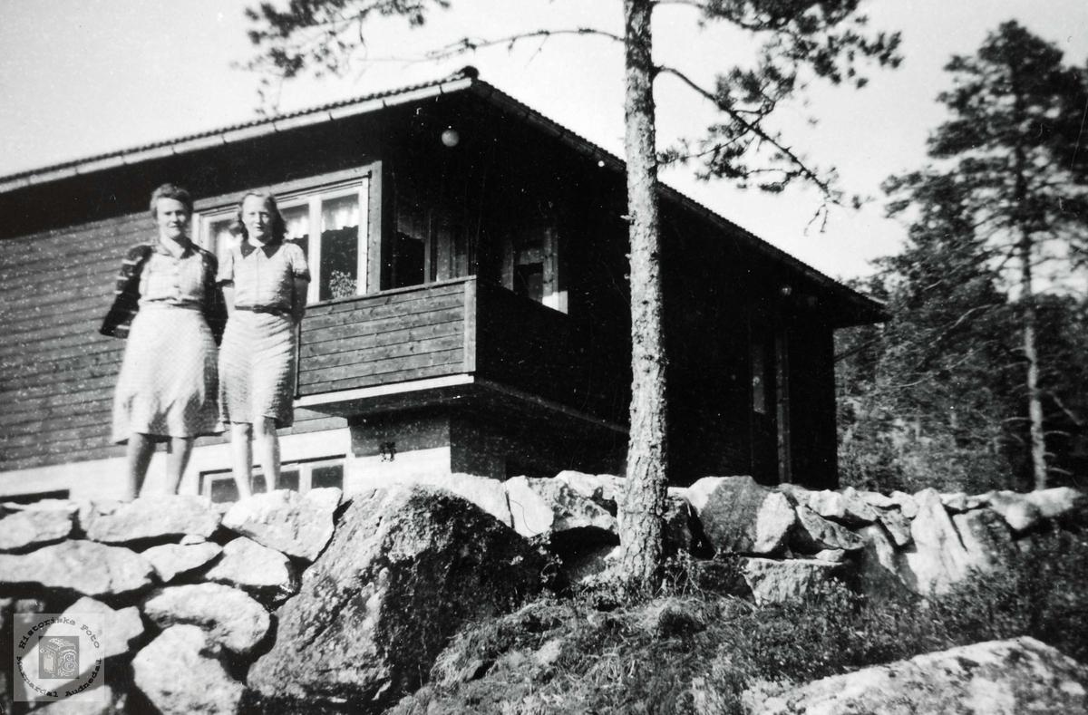"""Det nye huset """"Lundefjellet"""" på Sveindal blir inspisert. Grindheim Audnedal."""