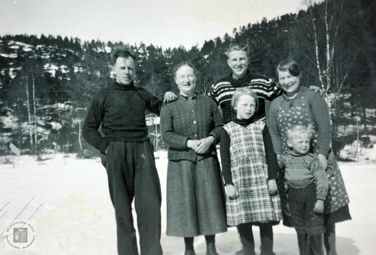 Familiesamling med Guri Hårtveit på besøk.