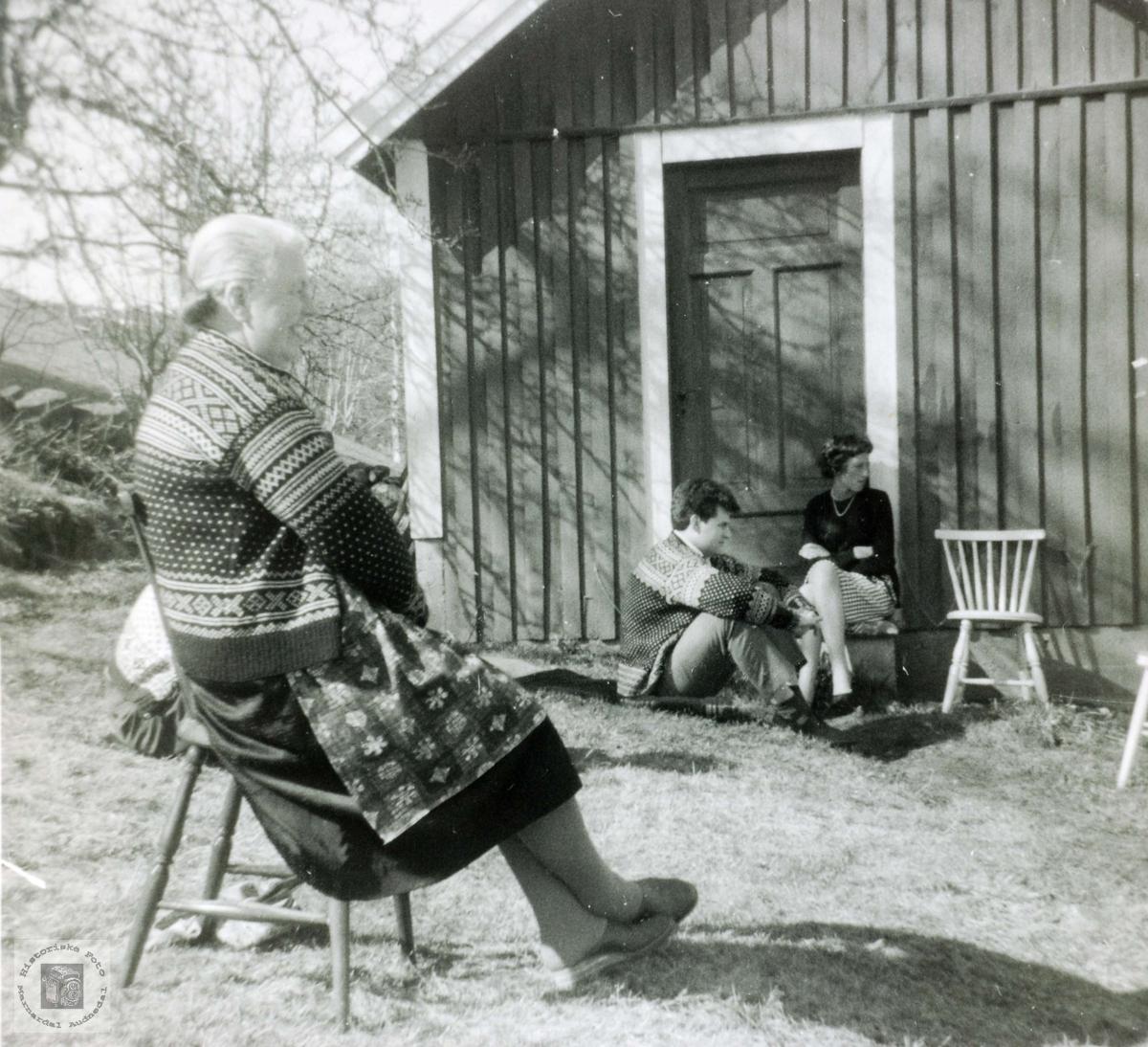 Mor, svigersønn og datter på Flottorp. Grindheim Audnedal.