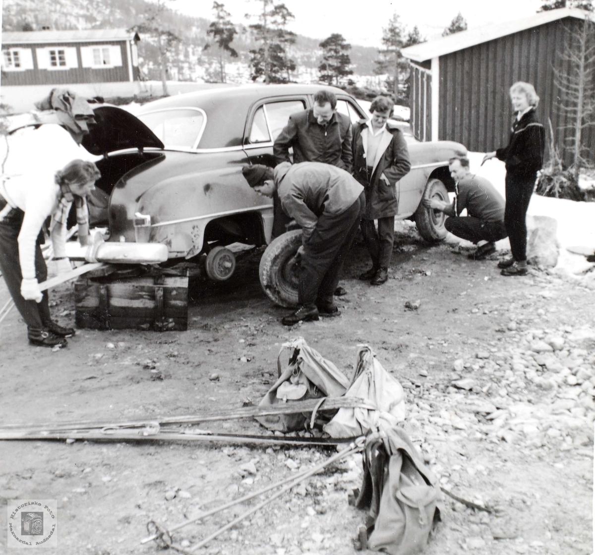 Påsketur med komplikasjoner for Konsmo og Grindheim ungdom på veg til skiparadiset Åseral.