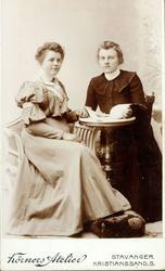 Portrett av søsknene Jørgine og Ingeborg Øydna. Grindheim Au