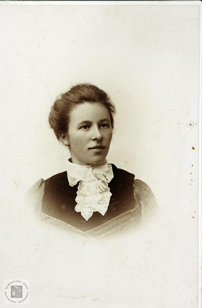 Portrett av Rakel Sveindal. Grindheim.