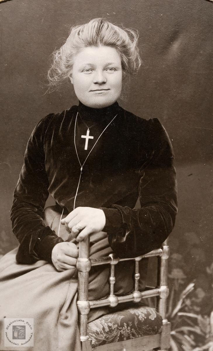 Portrett av Anna Ødegård. Bjelland Audnedal.
