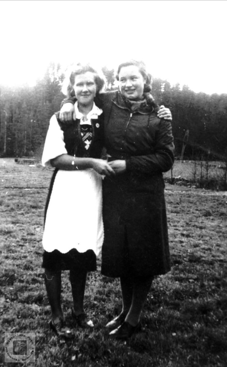Portrett av Asborg Stedjan og Emilie Hærås.