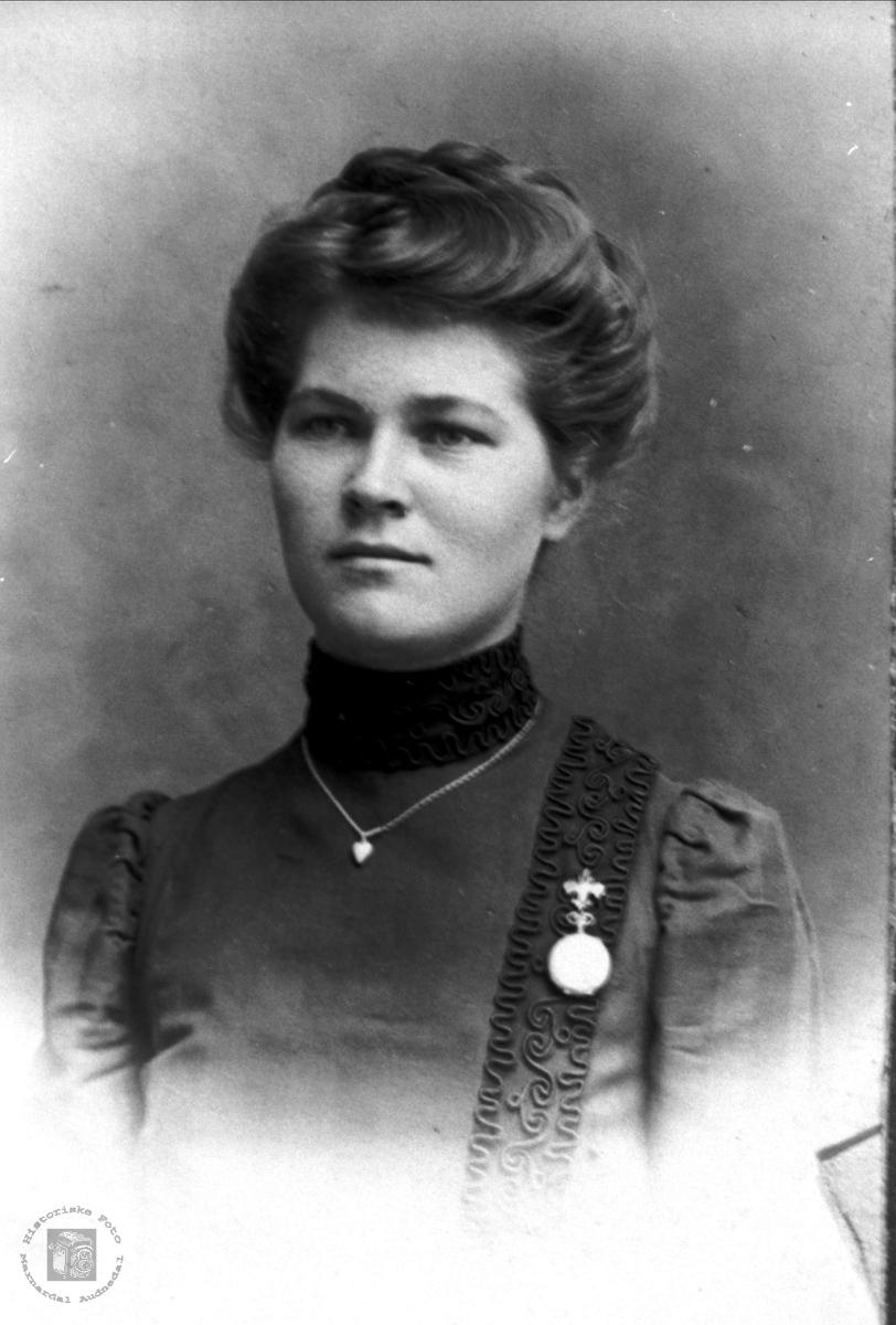 Portrett av Josefine Urdal.