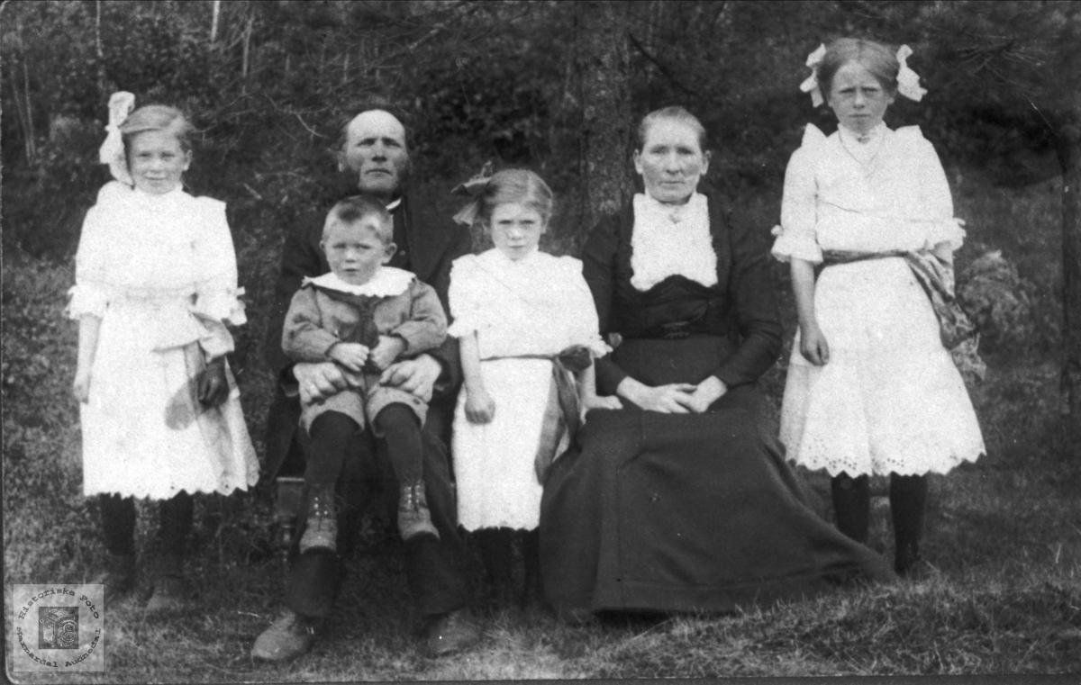Familie på Midtbø, Bjelland.