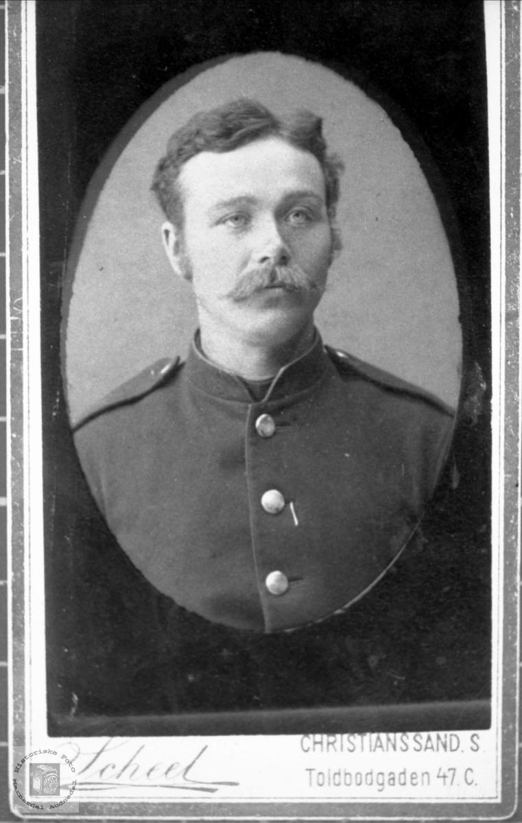 Portrett av mann i militæruniform. Jakob Tønnesland, Bjelland.