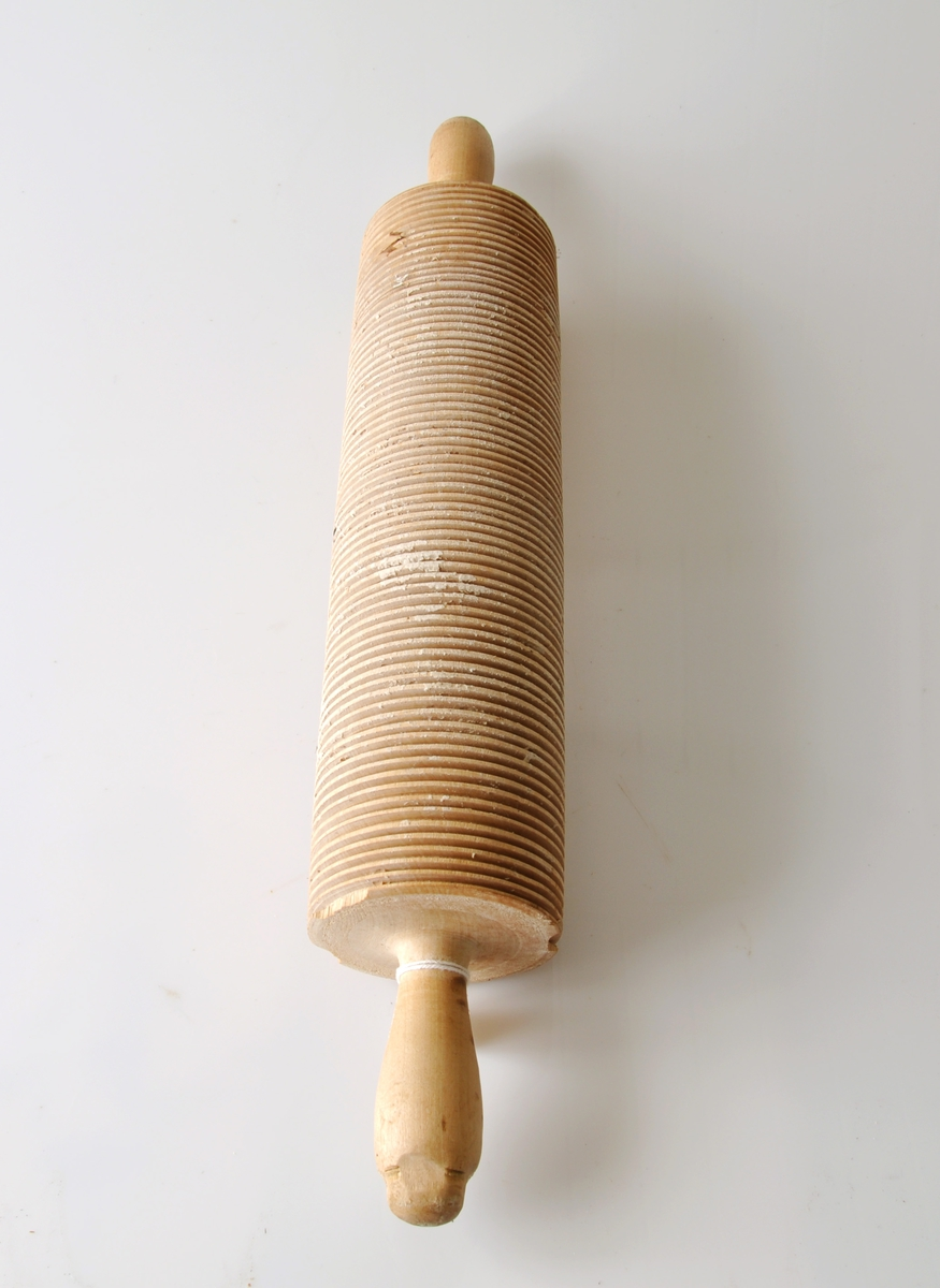 Form: Riflet, på den ene skaftenden er det iskrudd jernskrue. Har tilhørt Nicholay Bundli på Skogstad.