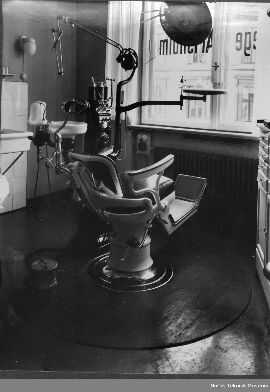 Interiør, tannlegekontor, 1920-30-tallet, gummi gulvbelegg