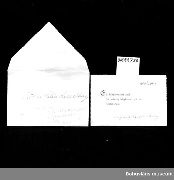 """594 Landskap BOHUSLÄN 503 Kön KVINNA  På kuvertet skrivet med bläck: """"Fröken Elin Hasselberg"""". Tackkort med tryckt text: """"1895 6/10 1955. Ett hjärtevarmt tack för vänlig hågkomst på min högtidsdag"""" samt skrivet med bläck: """"Agnes Hasselberg"""".  UM 132:3"""
