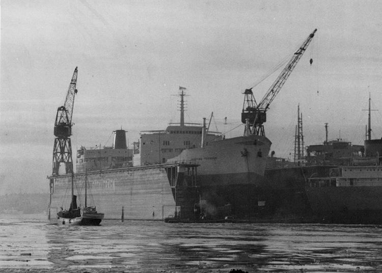 Fartyget 133 T/T Josefina Thordén i Götaverkens flytdocka, numera reparationsdocka för Damen.