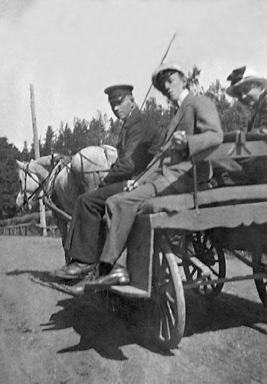 """Enligt noteringar: """"Arne Arnell, Elsa Hauge, Visingsö 1918."""""""