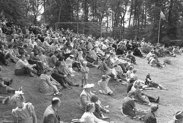 """Enligt notering: """"Folkpartiet Ljungskile 20/7 1947""""."""