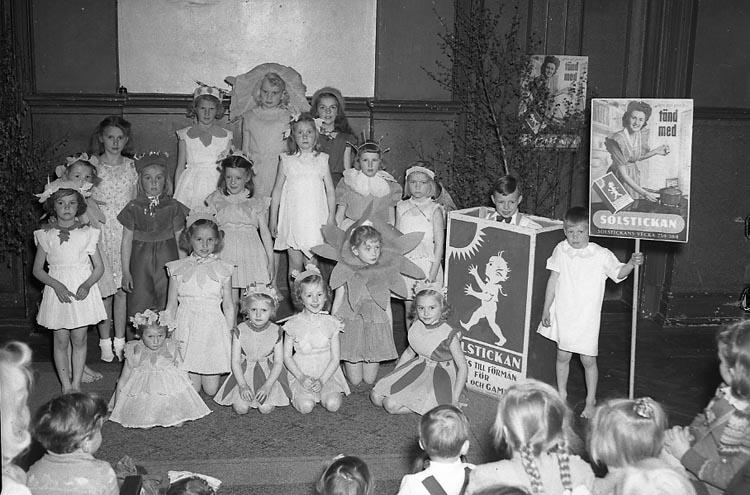 """Enligt notering: """"Barnfest Grand 14/5 1949""""."""