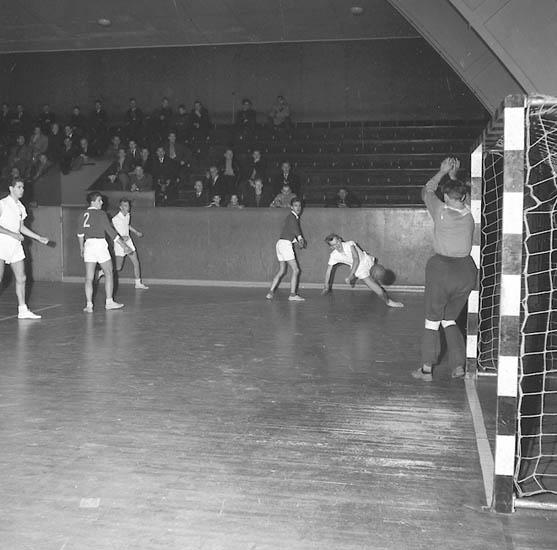 """Enligt notering: """"Handboll Karlstad - G.B.K. U-a Idrottshall 13-1-1956""""."""