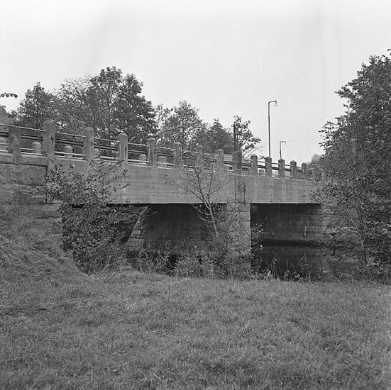 """Enligt notering: """"Esperödsbron 10/10"""""""