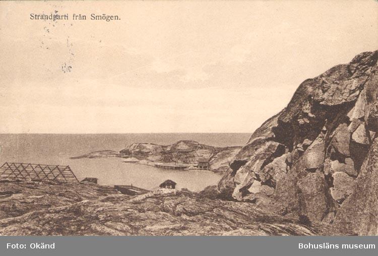 """Tryckt text på kortet: """"Strandparti från Smögen""""."""