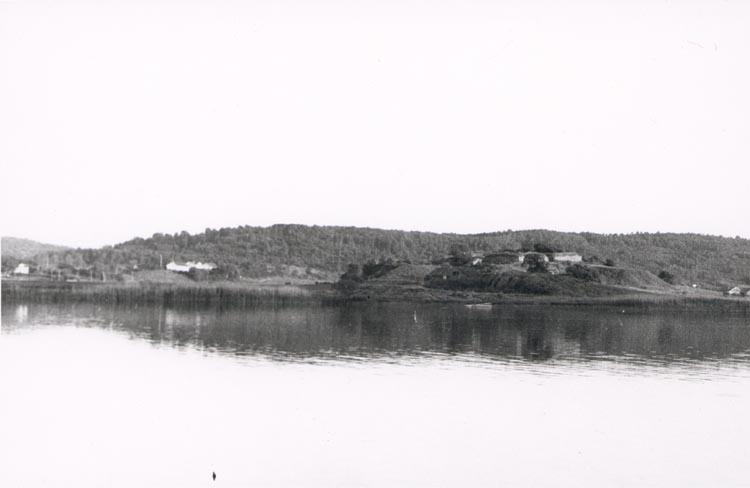 """Noterat på kortet: """"Ragnhildsholmen"""". """"R. från Kastellegården 16/6 57""""."""